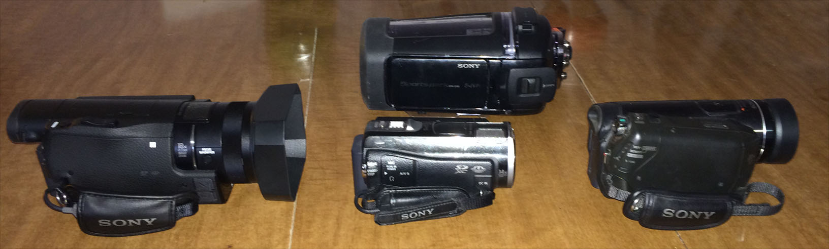 Bottom: FDR-AX100/B, HDR-CX560V, HDR-HC9 Top: SPKCXB for HDR-CX560V